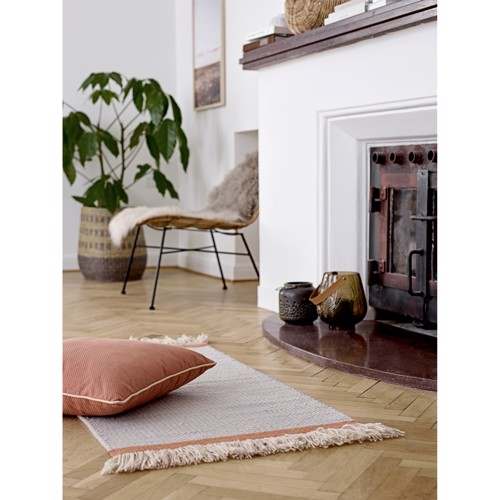 Image of   Bloomingville pude i brun med rosa bånd